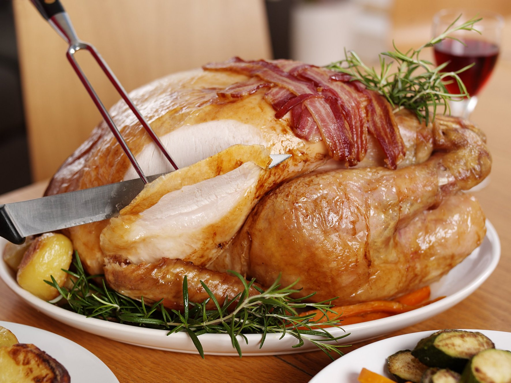 46 Million Turkey dinners are expected to be served on Thanksgiving. But cooking is only half the battle. The taste can take a turkey turn downward if you don't slice your bird the right way.